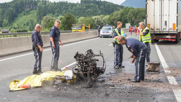 Der Motorradfahrer verbrannte bis zur Unkenntlichkeit. (Bild: APA/NEUMAYR/MMV)