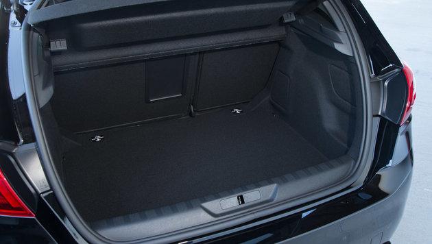Der Kofferraum fasst 420 bis 1228 Liter. (Bild: Peugeot)