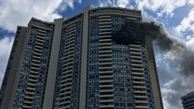 Mehrere Tote bei Hochhausbrand auf Hawaii (Bild: AP)