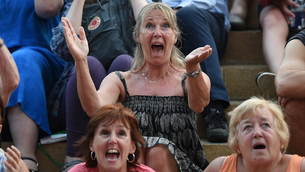 Tennisfans in Wimbledon: So sieht echte Begeisterung aus. (Bild: AFP)