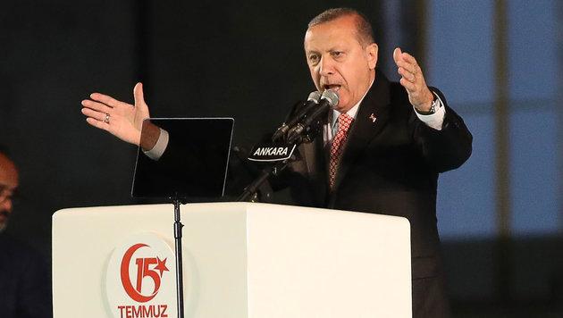 """Erdogan: """"Werden Verrätern die Köpfe abreißen"""" (Bild: Presidential Press Service)"""