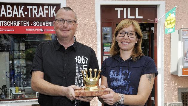 Markus Till mit seiner Angestellten Rosi (Bild: ROLAND HOLITZKY)
