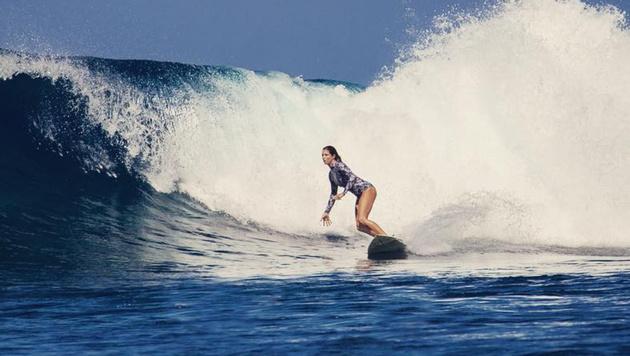 Skistar Julia Mancuso macht auch im Wasser eine gute Figur. (Bild: instagram.com)