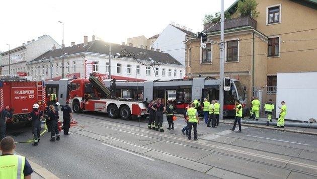 Straßenbahn in Wien entgleist: 5 Menschen verletzt (Bild: Gerhard Bartel)