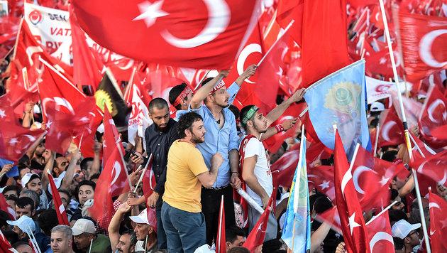 """Erdogan: """"Werden Verrätern die Köpfe abreißen"""" (Bild: AFP/Ozan Kose)"""