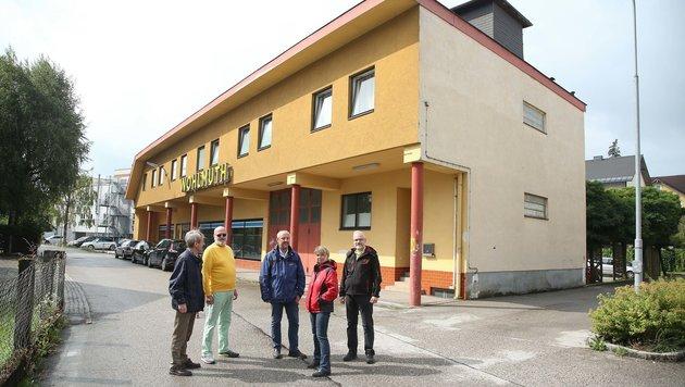 Eine ehemalige Lagerhalle in Vöcklabruck soll als Kulturzentrum samt Gebetsraum legalisiert werden. (Bild: Helmut Klein)