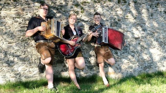 Aus dem Unterinntal kommt das Power Trio Tirol. Andrea, Dominic und Thomas kämpfen um den Titel. (Bild: Power Trio Tirol)