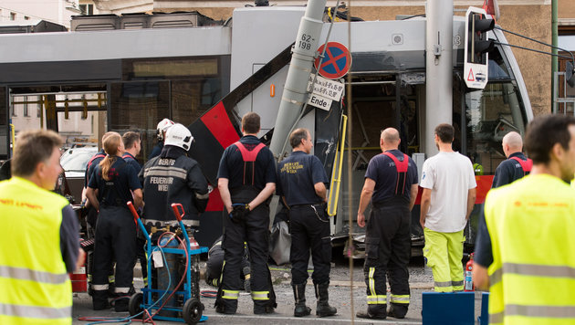 Straßenbahnfahrer raste mit 45 km/h in Kurve (Bild: APA/EXPA/MICHAEL GRUBER)