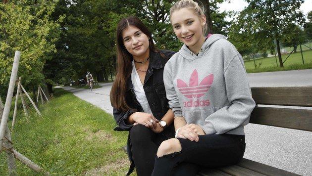 Laura mit ihrer besten Freundin Emily (Bild: MARKUS TSCHEPP)
