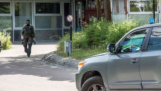 Bewaffneter Mann löst Panik in Schule aus (Bild: AP)