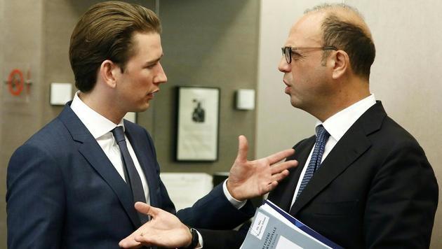 Außenminister Sebastian Kurz im Gespräch mit seinem italienischen Amtskollegen Angelino Alfano (Bild: APA/BMEIA/DRAGAN TATIC)