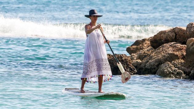 Jessica Alba beim Paddelboarden auf Honolulu (Bild: www.photopress.at)