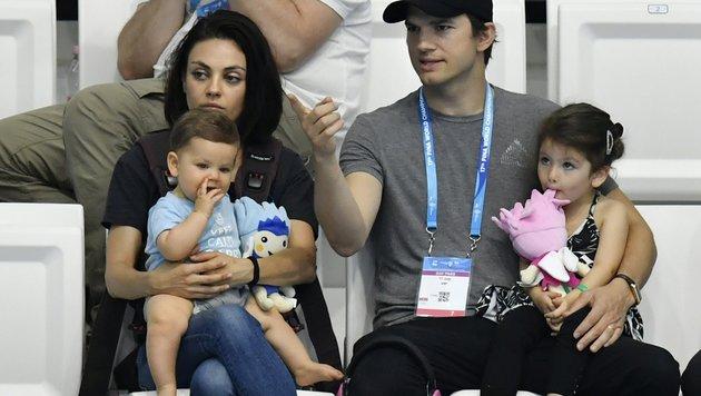 Mila Kunis und Ashton Kutcher mit Sohn Dimitri und Tochter Wyatt (Bild: EPA)