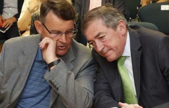 Raus und Schaden bestreiten einen politischen Deal (Bild: Markus Tschepp)
