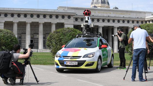 Street View in Wien: Google präsentiert Auto (Bild: APA/ROLAND SCHLAGER)