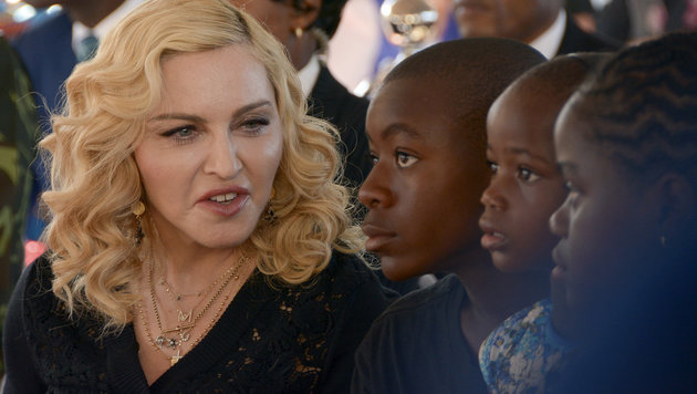 Madonna mit ihren Adoptivkindern David, Stella und Mercy (Bild: Copyright 2017 The Associated Press. All rights reserved.)