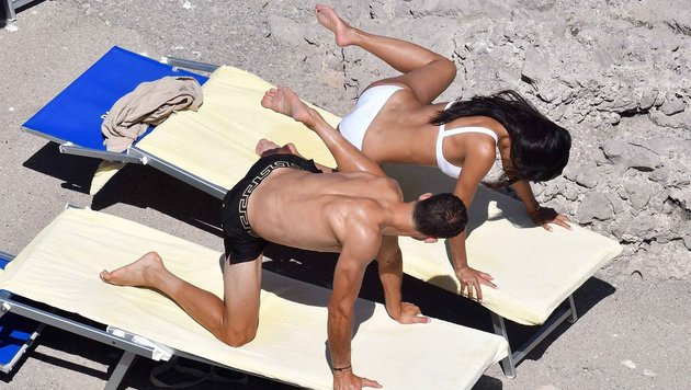 Nicole Scherzinger und Lover Grigor Dimitrov beim Bikini-Yoga in Capri (Bild: www.PPS.at)