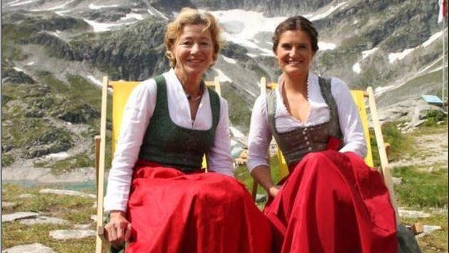 Die Uttendorfer Tourismus-Ladys Kathi Steiner und Lisa Loferer. (Bild: Sabine Salzmann)