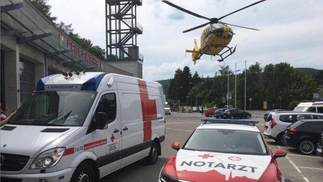 Tagsüber klappt es: Da ist im Ernstfall der Hubschrauber zur Stelle. Nachts fehlt der Notarzt. (Bild: RKNÖ)