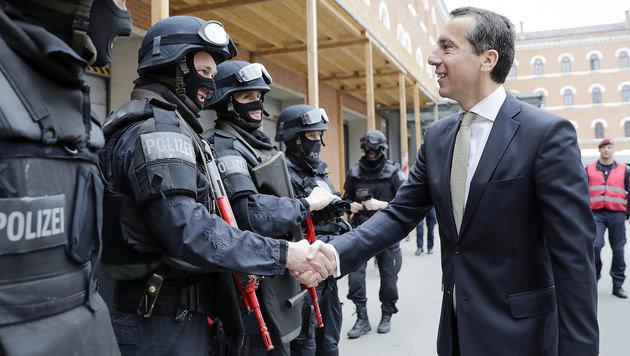 """Kern fordert """"2500 Polizisten mehr auf der Straße"""""""