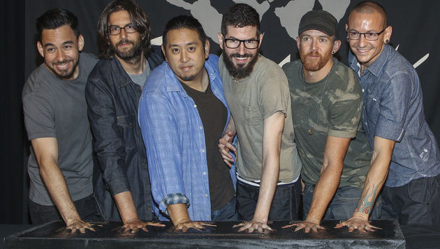 Mike Shinoda, Rob Bourdon, Joe Hahn, Brad Delson, Dave Farrell, Chester Bennington (v.l.n.r.) (Bild: Paul A. Hebert/Invision/AP)