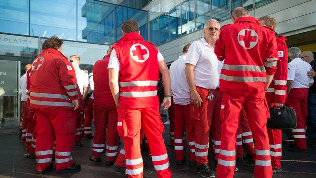 Keinem Wiener Sanitäter wird jetzt gekündigt (Bild: APA/GEORG HOCHMUTH)