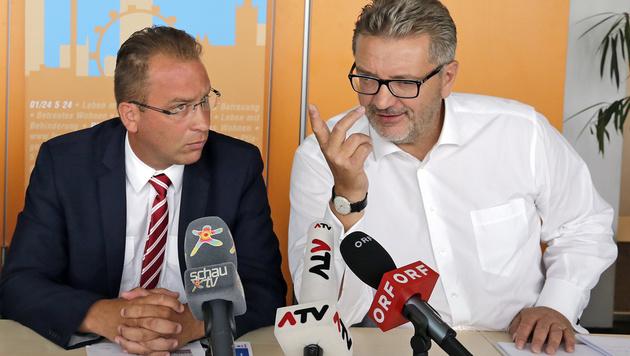 Rainer Gottwald (links) und Peter Hacker stellten die Pläne zur Rettung der Retter vor. (Bild: Klemens Groh)