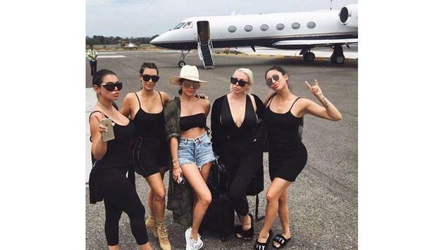 Kim Kardashian reist auch mit ihrer Mädelsgang im Privatjet. (Bild: www.PPS.at)