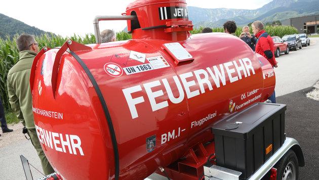Für die Flugpolizei wurde ein Kerosintank mit 990 Litern in Scharnstein aufgestellt. (Bild: laumat.at / Matthias Lauber)