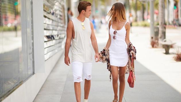 Muss Liebe schön sein: Mario Götze und seine Ann-Kathrin beim sinnlichen Spaziergang. (Bild: Instagram)