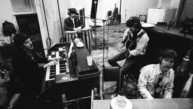 Paul McCartney, Ringo Starr, George Harrison und John Lennon (v.l.n.r.) im Studio (Bild: Apple Corps Ltd.)