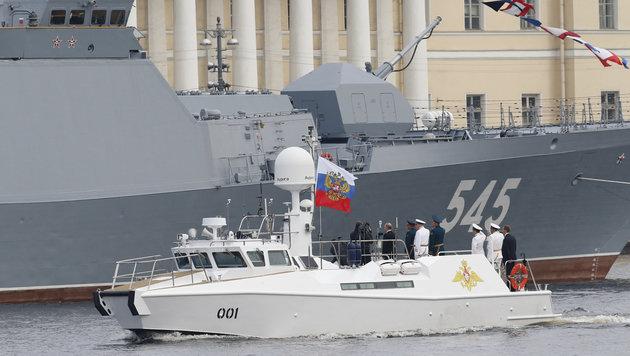 Putin stellt Macht seiner Marine zur Schau (Bild: AFP)