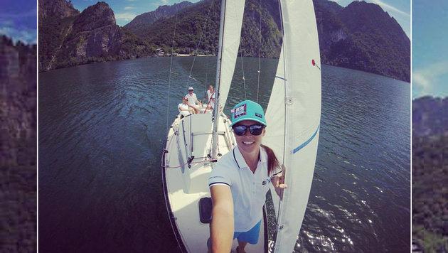 Ski-Star Anna Veith segelt am Traunsee - tolles Bild! (Bild: facebook.com)