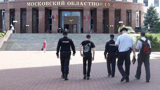 Das Moskauer Gerichtsgebäude nach dem Vorfall (Bild: AP)
