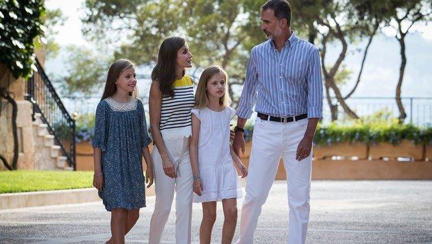 König Felipe mit Frau Letizia und den Töchtern Leonor und Sofía (Bild: AFP)