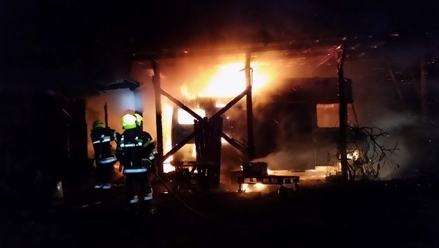 Gasflaschen drohten bei Brand zu explodieren (Bild: KK/HFW Villach)