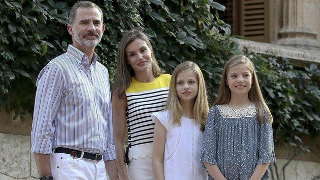 König Felipe mit Frau Letizia und den Töchtern Leonor und Sofía (Bild: EPA)