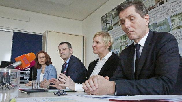Frauenberger (2.v.re.) mit Führungstrio Evelyn Kölldorfer-Leitgeb, Thomas Balazs und Michael Binder (Bild: Martin A. Jöchl)