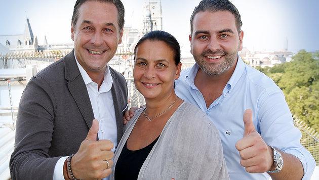 Freuen sich über SPÖ-Neuzugang Heidi Reinwein-Karik: Strache und Mariahilfs Klubchef Leo Kohlbauer (Bild: Martin Jöchl)