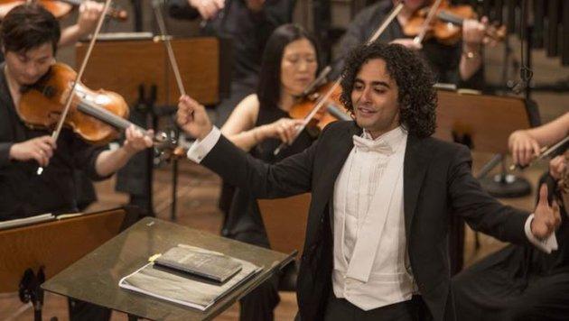 Dirigent Kerem Hasan errang den Nestle and Salzburg Festival Young Conductors Award. (Bild: SF/Marco Borrelli)