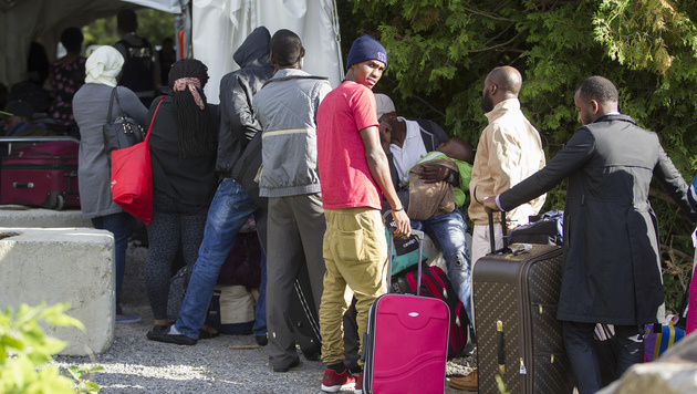 Flüchtlinge am Grenzübergang Lacolle in der kanadischen Provinz Quebec (Bild: AFP)