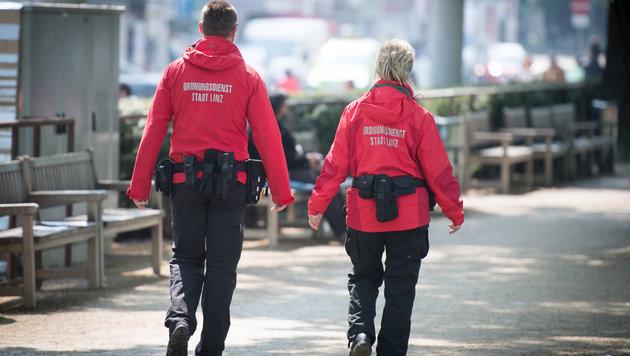Die Ordnungdsdienst-Mitarbeiter in Linz  kassierten über Jahre zu wenig Feiertagsentgelt. (Bild: fotokerschi)