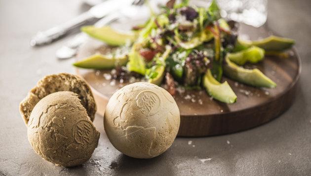 Das ballförmige Brot von Eat the Ball wird in Asten produziert. (Bild: Eat the Ball)