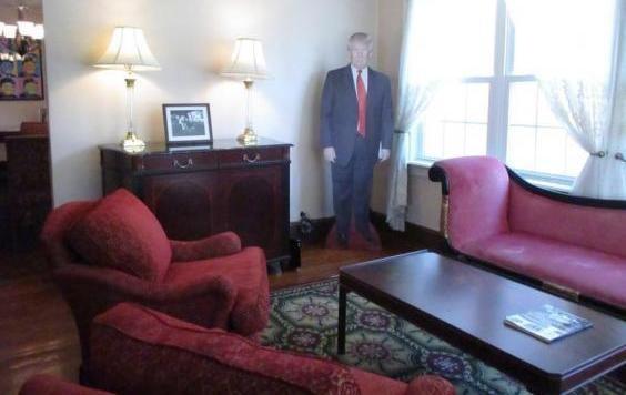Wohnen wie der kleine Donald Trump (Bild: Airbnb/Donald J Trump Childhood Home)