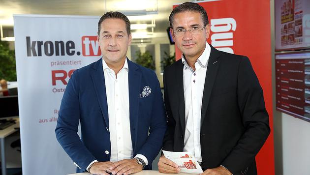 FPÖ-Chef Heinz-Christian Strache mit krone.tv-Moderator Gerhard Koller (Bild: Peter Tomschi)