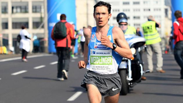 Weidlinger beim Linz-Marathon (Bild: APA/RUBRA)