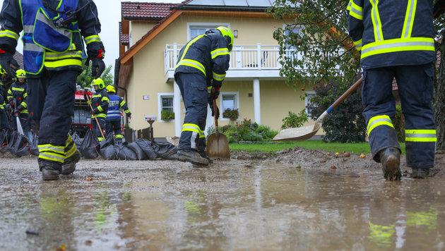 Aufräumarbeiten gab es im ganzen Land, wie hier in Kirchberg-Thening. (Bild: laumat.at / Matthias Lauber)