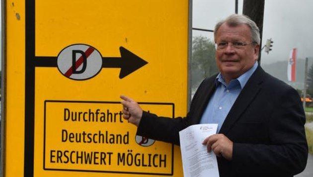 Ortschef Richard Hemetsberger kappt nun die Schleichwege (Bild: Wolfgang Weber)