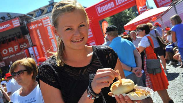 Der Fest-Samstag startet am Pfarrplatz mit Bratwürstel & Co. beim Frühschoppen (ab 11.30 Uhr). (Bild: Horst Einöder)
