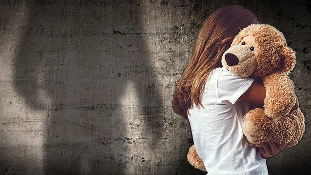 Bewährungsstrafe nach elffachem Kindesmissbrauch (Bild: stock.adobe.com, krone.at-Grafik (Symbolbild))